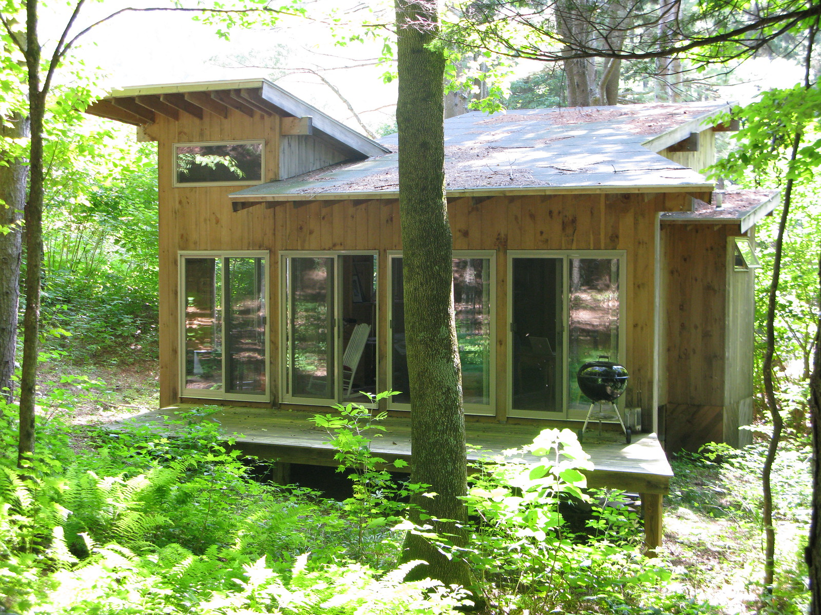 Permanent construction is used in the construction of treehouses, cottages, and cabins