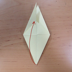 วิธีพับกระดาษเป็นดอกกุหลายแบบเกลียว 014
