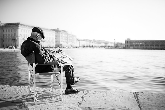 The reader on sea
