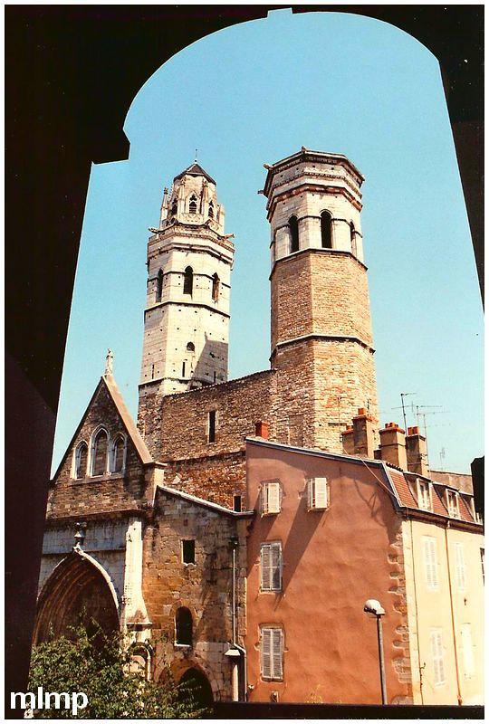 La façade orientale de la cathédrale saint vincent de Mâcon.