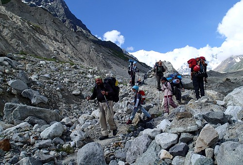 Tue, 2013-07-09 09:56 - On ледник Уллучиран (Glacier Ulluchiran).  Tough place for youngstars.  While we were having our first break on our ascent.