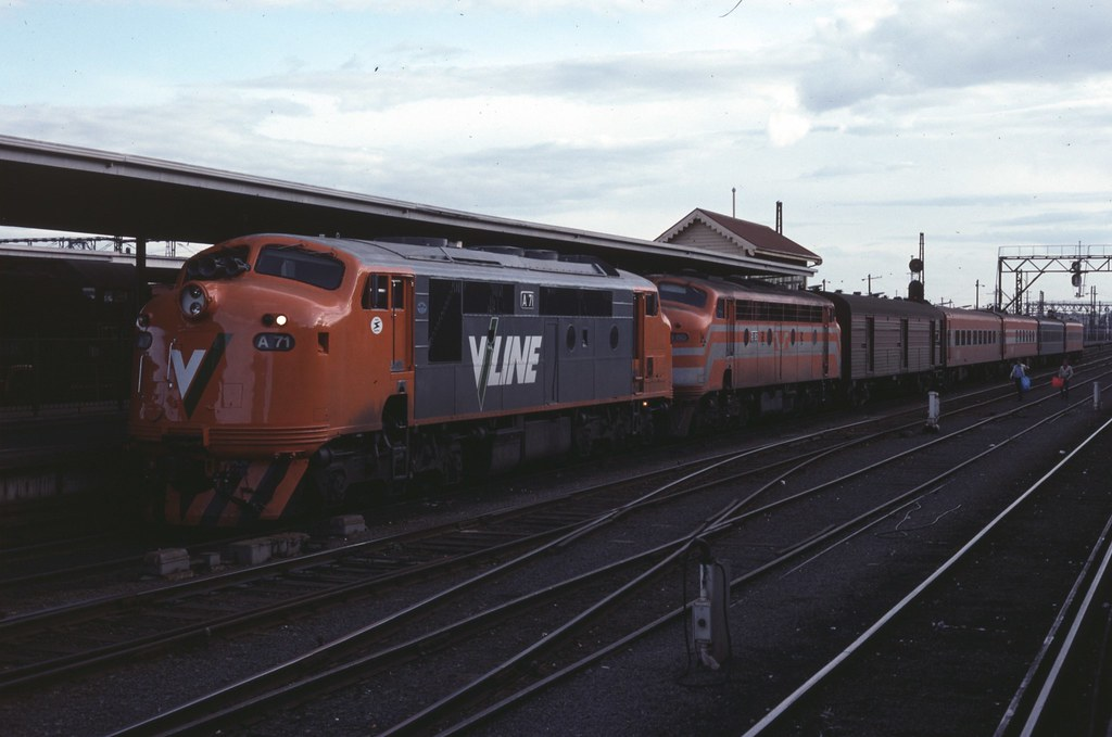 A71, B80 at Spencer Street Station by Alan Greenhill