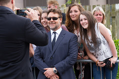 Russell Crowe posing with fans