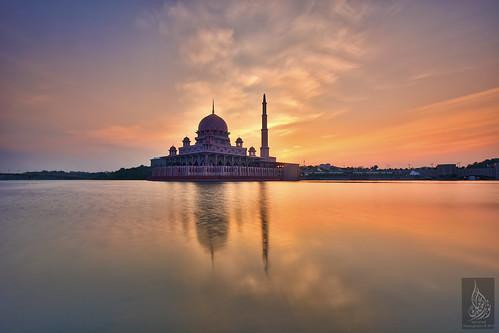 clouds sunrise cloudy hdr fieryclouds fierysky goldenmoment putramosque goldensunrise hdrphotography masjidputra leefilters putrajayalake sifoocom nikond7100 nurismailphotography nurismailmohammed nurismail leeglassenhancer