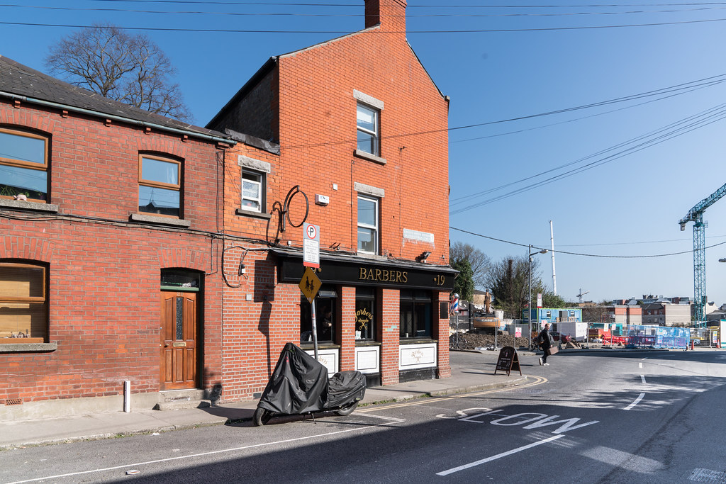 BARBERS BAR IN GRANGEGORMAN [A BARBERS SHOP AND A PUB]-126832