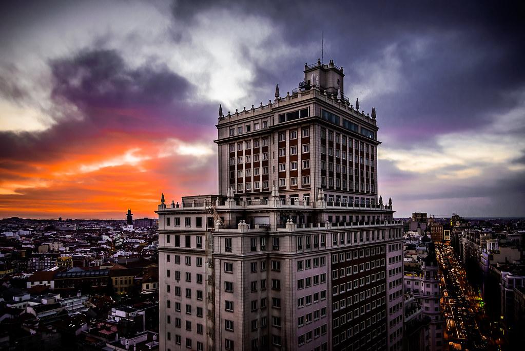 Edificio España by Trinitario Casanova