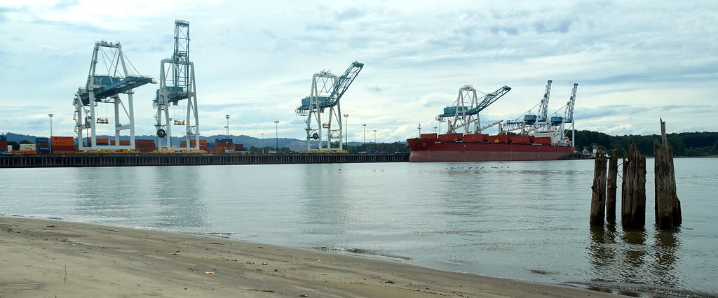 Terminal 6 Container Loading
