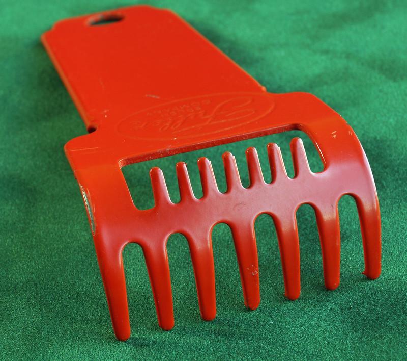 RD2835 Vintage Fuller Brush Co Brush Rake Cleaner DSC05400