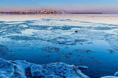 lake toronto ontario canada ice water canon waterfront lakeontario torontoskyline icebreak lakeontariosunset waterfrontsunset lakeshorevillage