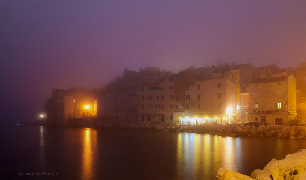 Rovinj - u magli je nestao toranj Sv. Eufemije