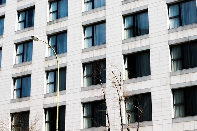 Symmetric Windows
