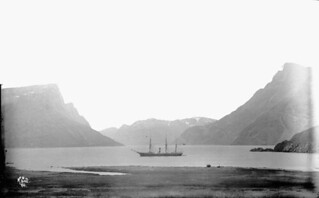 Southwest view from the Hudson's Bay Company's Post, Nachvak Inlet, Labrador / Vue sud-ouest du poste de la Compagnie de la Baie d'Hudson, Nachvak Inlet (Labrador)a037594-v6