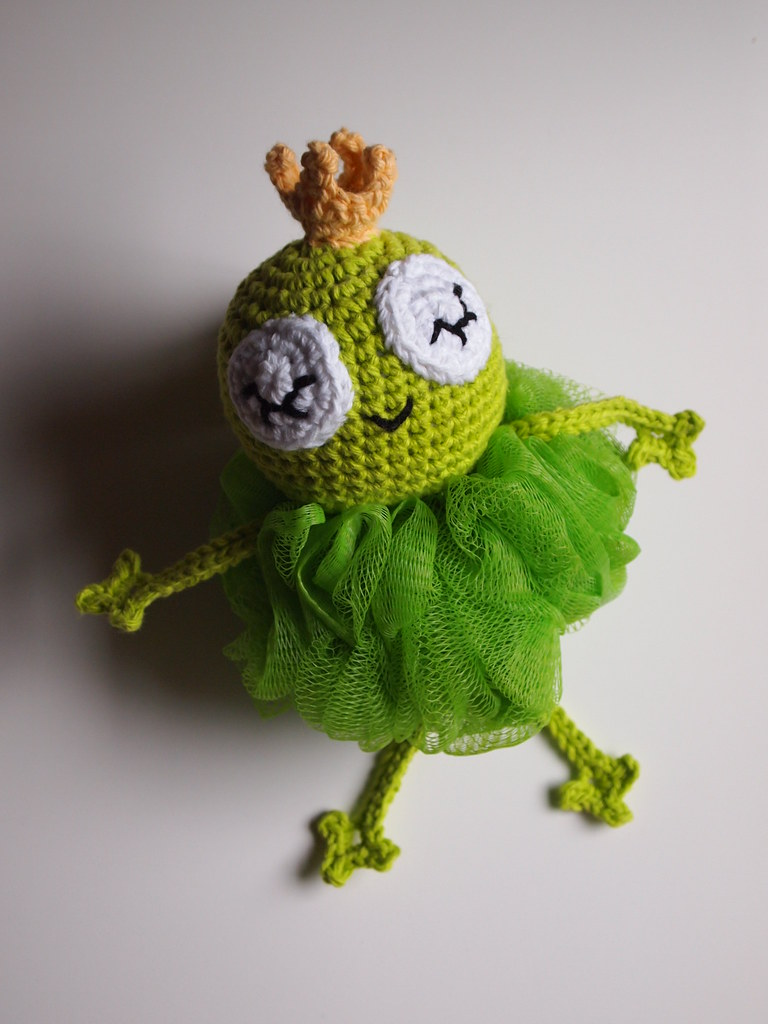 Prince Perry the Amigurumi Frog - PDF crochet pattern by Airali design | 1024x768
