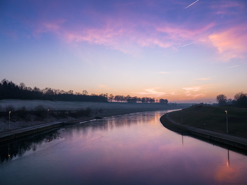 belgium wallonie hainaut lalouviere landscape sunset coucherdesoleil ciel sky clouds nuages haze dusk light river water serene quiet outdoor winter panasonic g5 美丽 艺术 摄影 欧洲 旅游 景观 天空 blueocean64