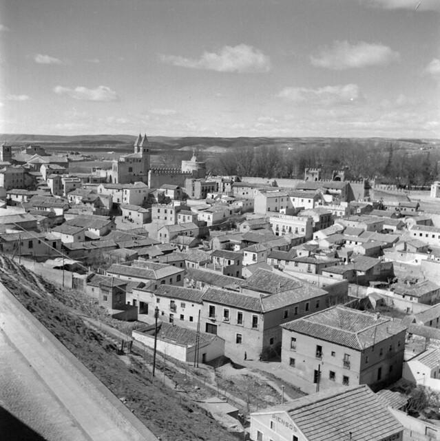 Arrabal y las Covachuelas de Toledo en los años 50. Fotografía de Nicolás Muller  © Archivo Regional de la Comunidad de Madrid, fondo fotográfico