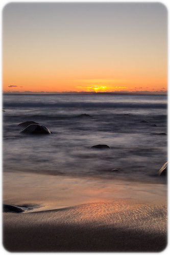beach sunrise pacific weekend australia pacificocean newsouthwales boomerangbeach filename20130518073405x0k0193cr2iso200f9050sec0evcanoneos1dmarkivef50mmf14usm32°2023s152°3232e502013