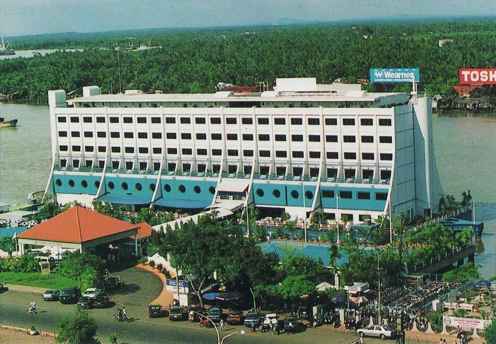Hôtel Flottant de Saigon - The Floating Hotel in Saigon, circa 1989
