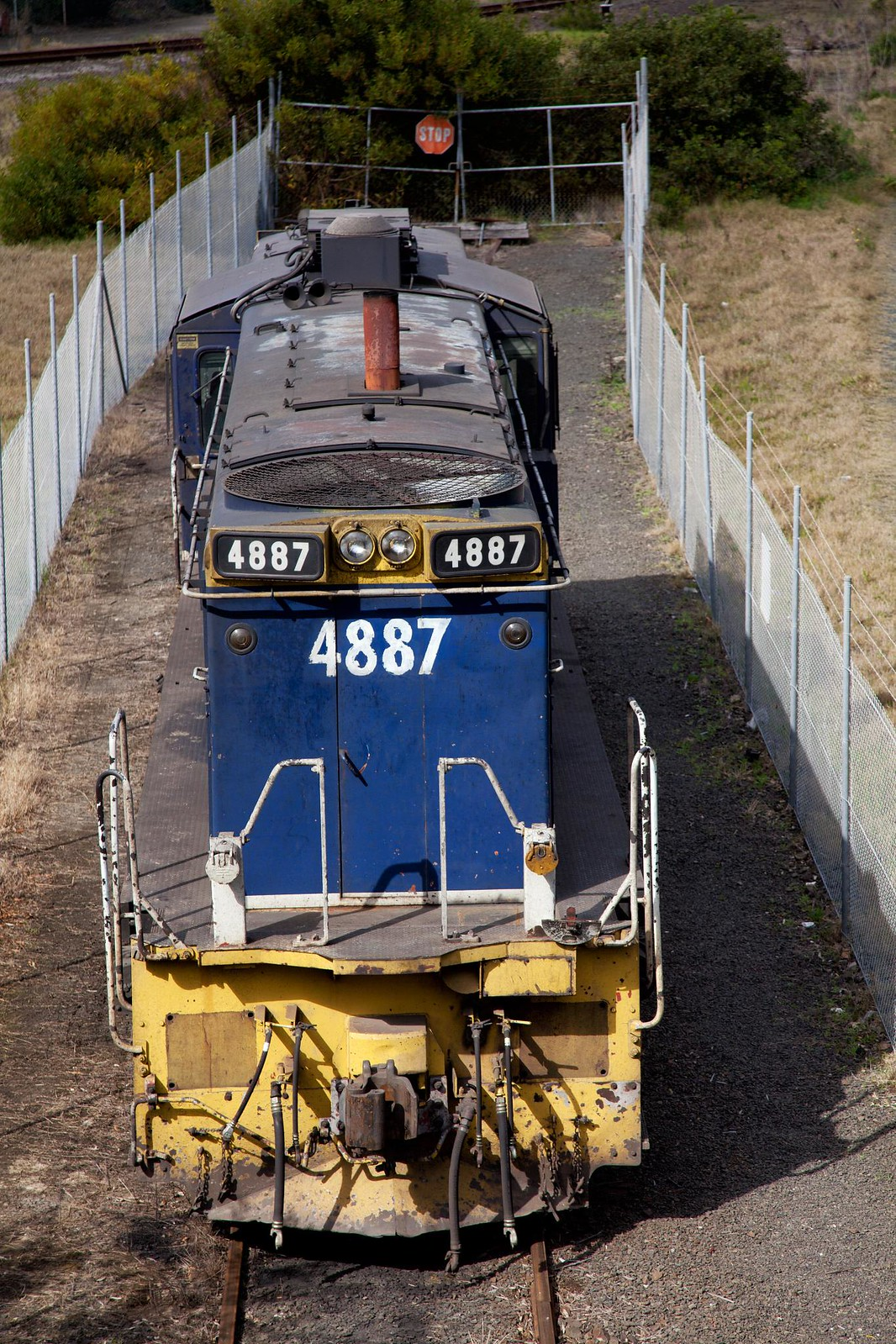 4887 at Pt Kembla by Trent