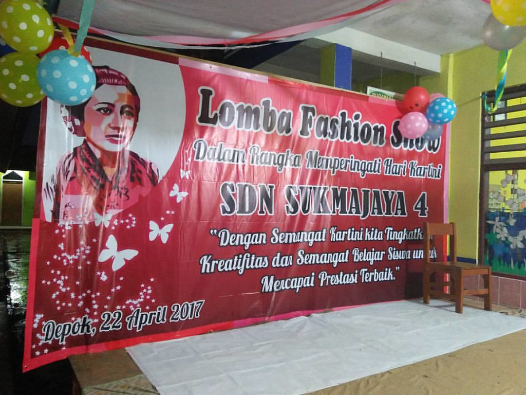 Spanduk Lomba Fashion Show
