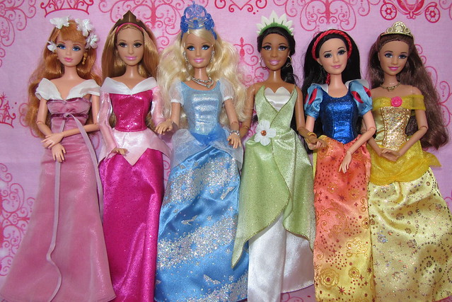 Barbie Life in the Dream House DOLLS in Disney Story