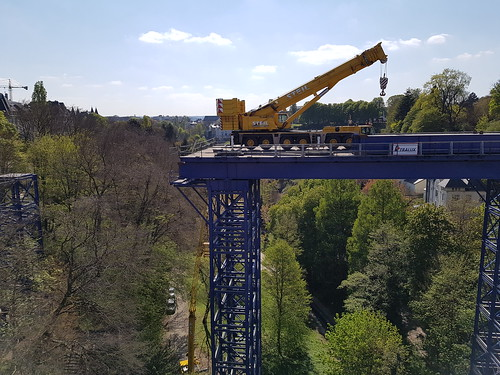Dismantling the temporary bridge