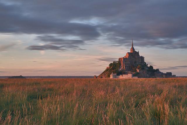 Le Mont-Saint-Michel un soir.