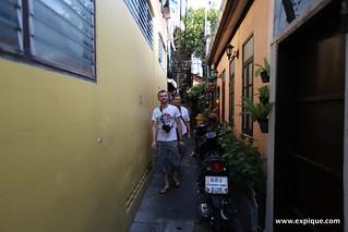 Walking alleys Bangkok   by ExpiqueTravel