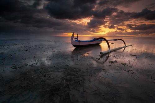 sky bali cloud seascape seaweed reflection beach sunrise indonesia landscape boat nikon air laut spot tokina 09 lee lowtide perahu pantai graduated denpasar sanur karang waterscape steady ndfilter gnd rumput jukung d7100 1116mm surut 9hard