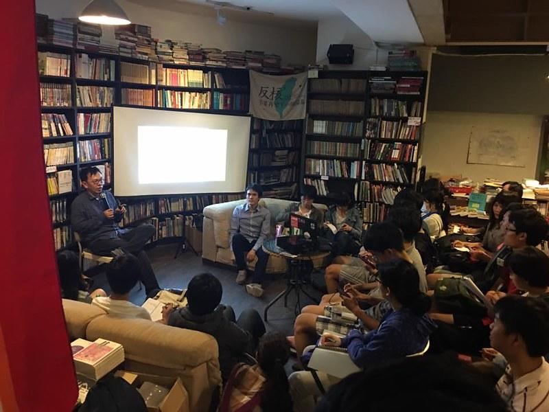 「人文會考衝刺班:經典閱讀書展」舉辦講座與經典選書展出--圖公共冊所提供