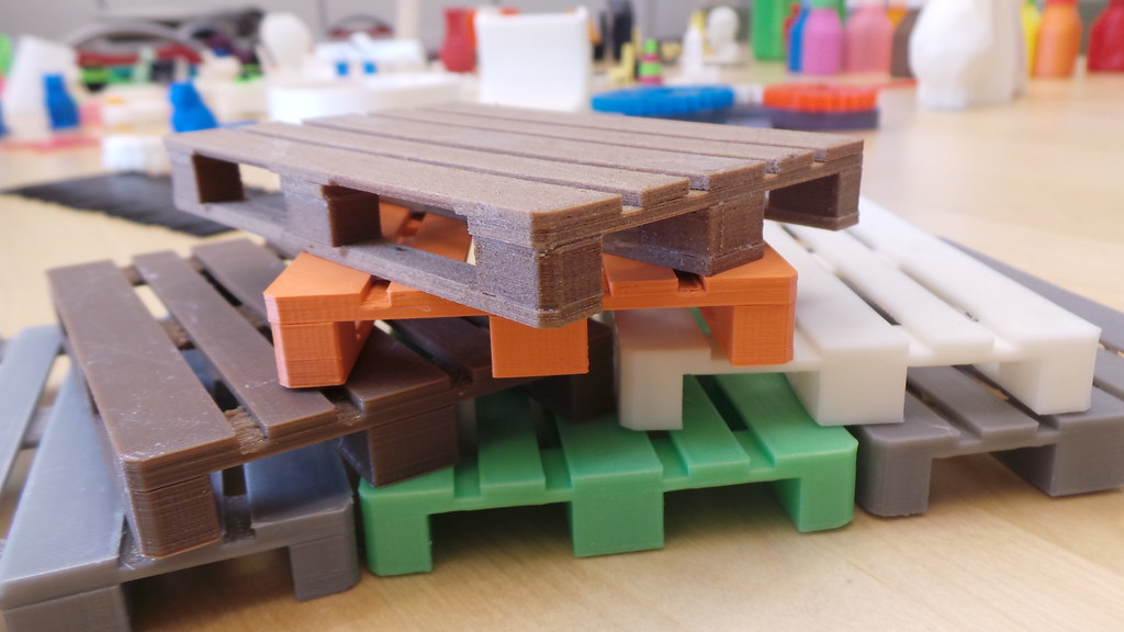 3D-printed pallets (miniatures)   The 3D-model: www thingive
