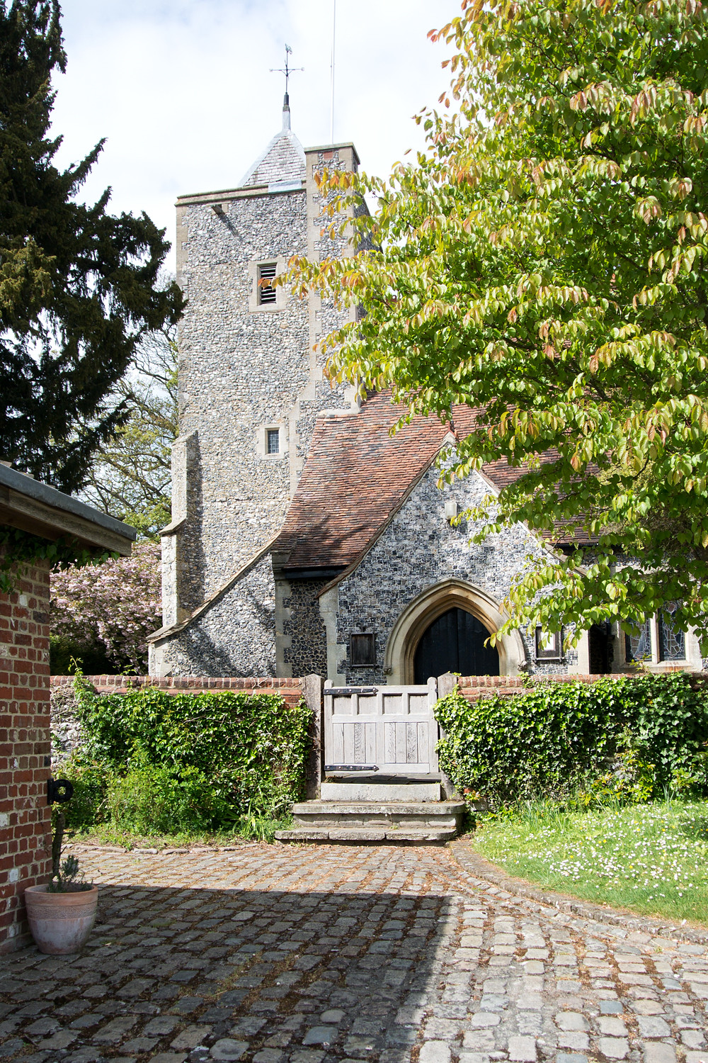 St Peter and St Paul, Luddesdown Cuxton Circular