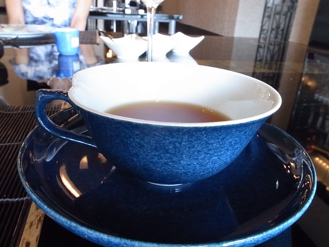 <p>j)食後の紅茶は夫</p>