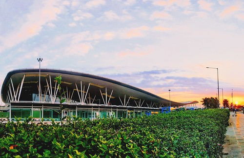 bangalore google bangaloreinternationalairport bengaluruinternationalairport nammabengaluru kannada karunadu kempegoudainternationalairport gardencity airport earlymornings itcity lg siliconcity southindia sunrise nexus5x