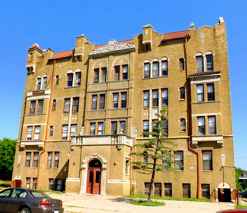 Glen-Villa Apartments: 138 Glendale Avenue--Highland Park