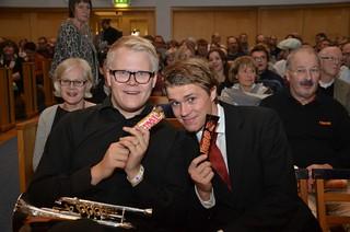 Brassbandfestivalen 2012 - Alexander Forsberg och Linus Hultegård har fått lördagsgodis.