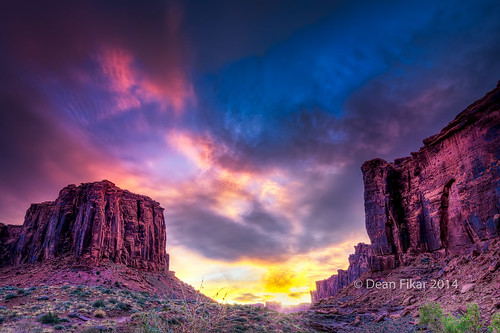 sunset red sky cliff sun mountains southwest nature yellow rock clouds sunrise landscape evening utah nationalpark sandstone rocks unitedstates desert dusk plateau dry arches moab rays mesa sagebrush
