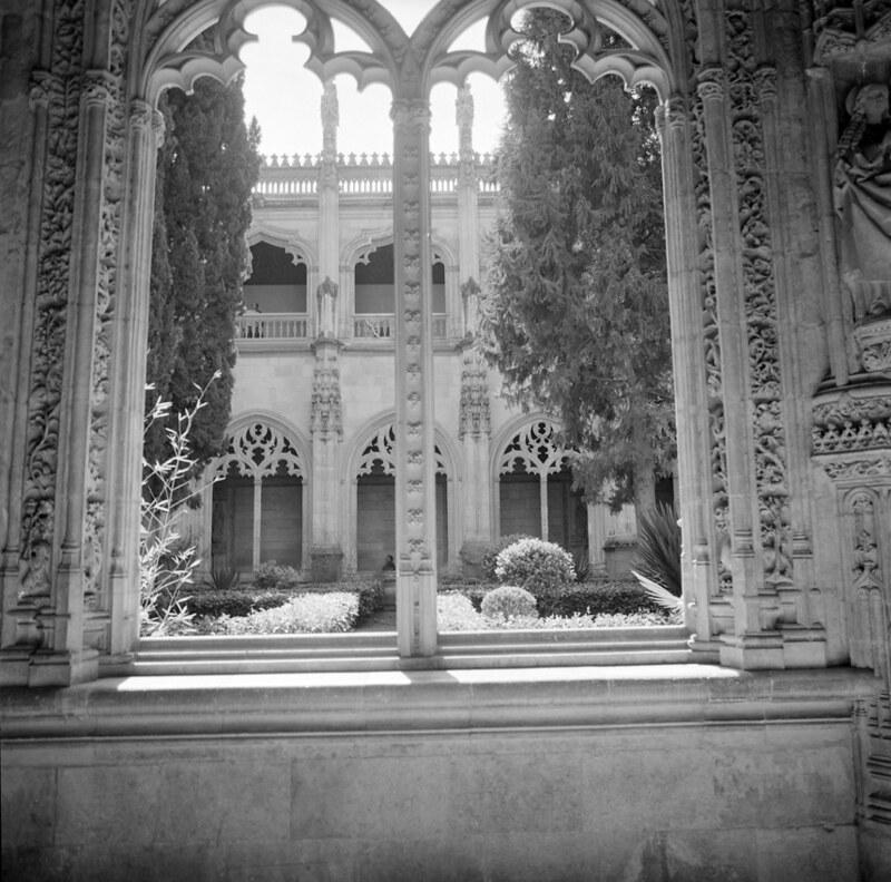 San Juan de los Reyes en Toledo en los años 50. Fotografía de Nicolás Muller  © Archivo Regional de la Comunidad de Madrid, fondo fotográfico