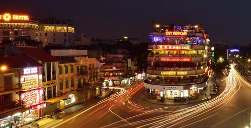 longexposure bicycle night nikon asia south vietnam motorbike asie nikkor hanoi sud est d800 hoankiemlake lighttrail cityviewcafe 1424mm