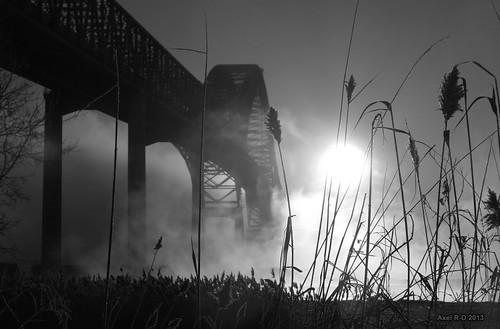 morning bridge bw cold fog sunrise river blackwhite frost froid brouillard leverdesoleil troisrivières fleuvestlaurent pontlaviolette troisrivièresouest