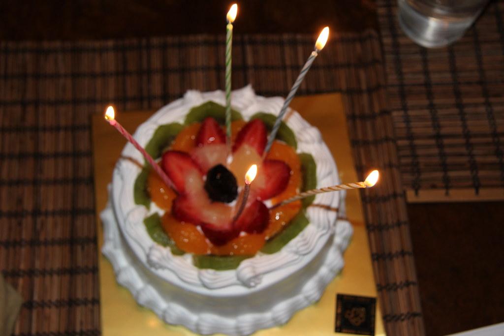 Enjoyable Korean Birthday Cake Delicous Sponge Cake Funny Birthday Cards Online Elaedamsfinfo