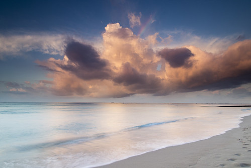 clouds water ocean beach longexposure hawaii oahu sunrise morning canon leefilters 6d waikiki monster lee09ndgradhard warm