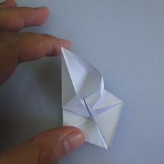 วิธีพับกระดาษเป็นรูปดอกลิลลี่ 013