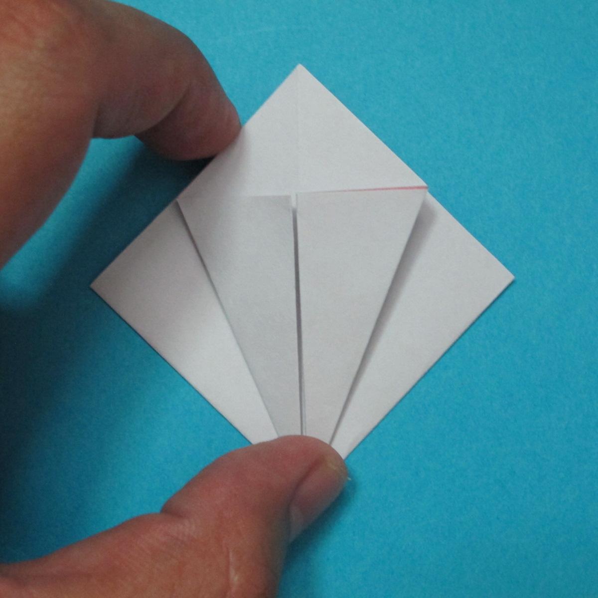 วิธีการพับกระดาษเป็นดอกไม้แปดกลีบ 006