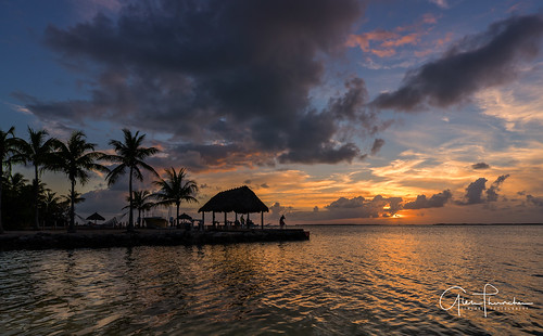 sony a7r2 sonya7r2 ilce7rm2 zeissfe1635mmf4zaoss fx fullframe scenic landscape waterscape oceanscape beach tropical nature outdoors sky clouds colors sunset tikihut palmtrees keylargo floridakeys overseashighway florida southflorida