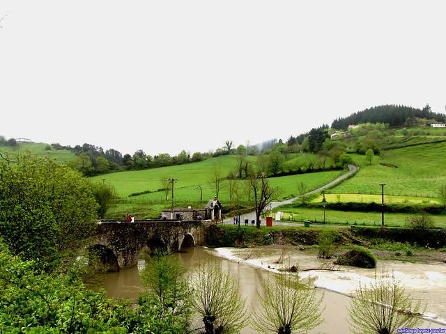 Puente sobre el río Urola en Zestoa