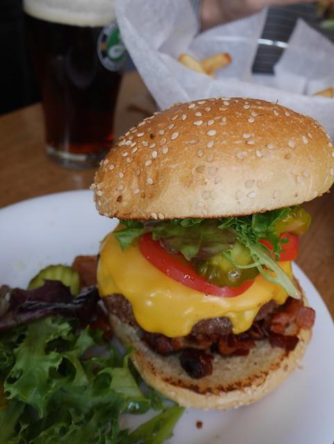 土, 2014-04-05 13:45 - Bacon Cheeseburger