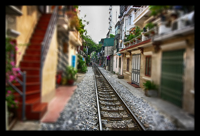Hanoi VN - Railway alley - TiltShift
