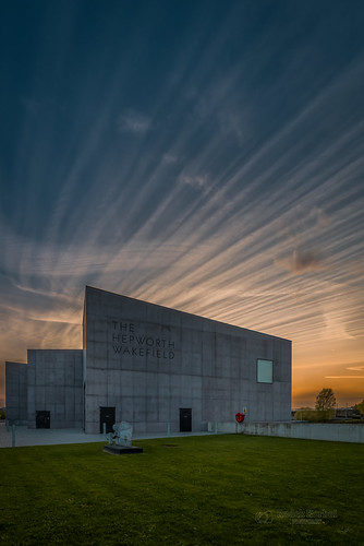 wakefield wakefielduk westyorkshire yorkshire thehepworth sunset sky clouds museum art gallery tbnate nikon nikond750 d750 grass building architecture city cityscape landscape goldenhour hdr lights outdoor outside ultrawide ultrawideangle