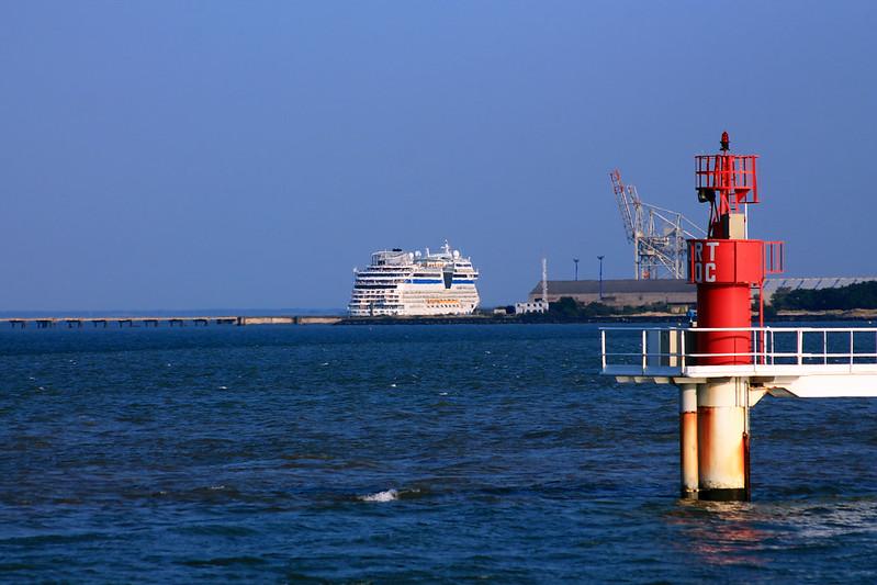 MS AIDAstella (cruise ship) leaving Bordeaux - Le Verdon  - 08 juillet 2013