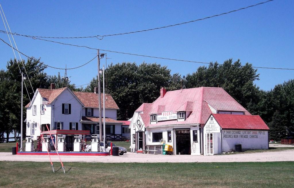 Vick's General Store, Spirit Lake, Iowa, Gas Station, Trib